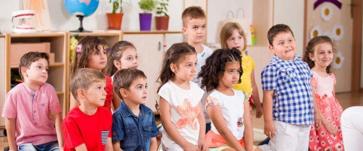 Samorządy znów wysyłają sześciolatki do podstawówek. Rodzice nie mają nic do gadania